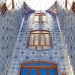 18-Дом Бальо в Барселоне. Внутренний дворик