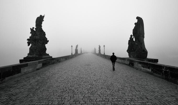 Карлов мост в тумане
