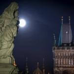 Скульптуры Карлова моста. Ночное фото