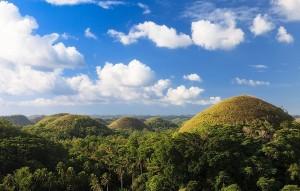 Шоколадные холмы после тайфуна на острове Бохоль (Копировать)