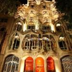 29-Дом Бальо в Барселоне ночью. Творение Гауди